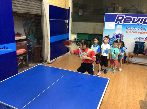 ベトナムの卓球場でミニ講習会を行いました