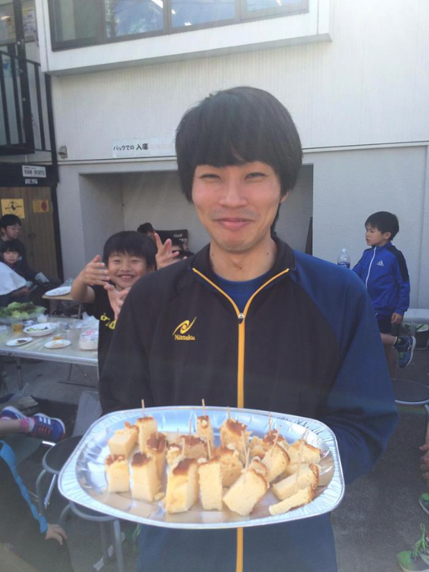 八丈島から村上卓球コーチのお手製ケーキ!