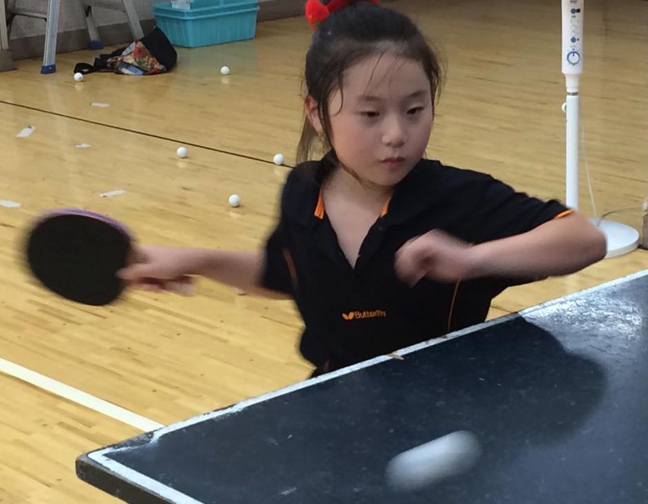 子供たちの卓球写真カッコ良く写る
