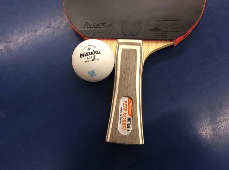 硬いプラスチックボールに相性が良い卓球ラケット