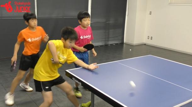 【平岡義博の3人多球練習】フォア前をバックで打ってカッコ良く決める!_表紙
