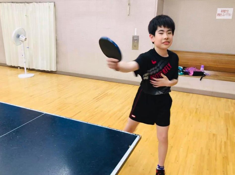 子供たちも基礎の【resetting】で 正しい方向に卓球身体を慣らしていきます