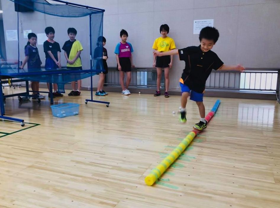 卓球体幹やバランスを養う『スラックレール』