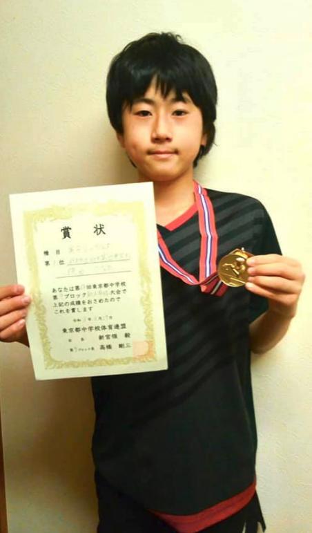 中学校新人戦で 德田ひなたくんがシングルス優勝