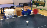 年長さんも、とうとう自分から卓球練習をするようになりました