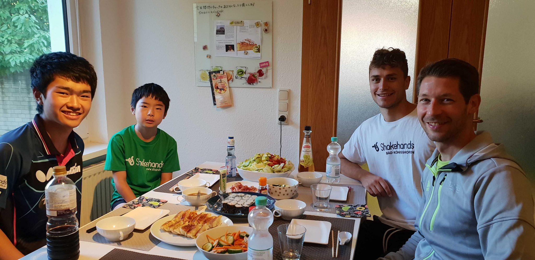 日本食が大好きで箸使いの上手なシュテガーとフィリップ